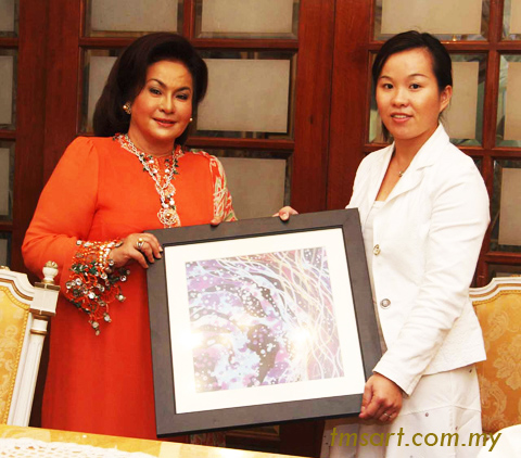 Datin Sri Rosmah Mansor ( Wife of Malaysia Prime Minister') & Emilia Tan ( Founder of TMS Art Gallery)